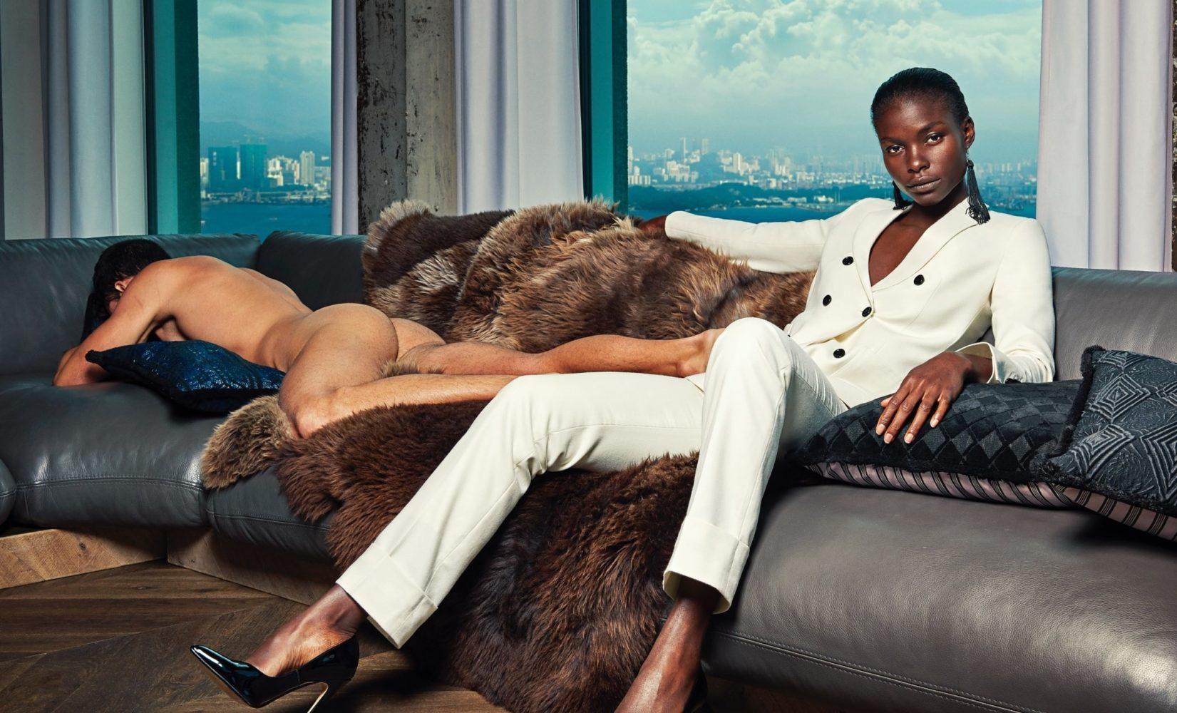 Mænd er nøgne rekvisitter i reklame for tøjbrand - Bureaubiz